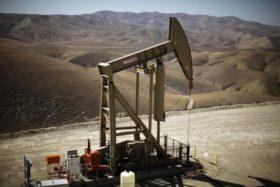 Oil shares fall on growth worries, OPEC disunity
