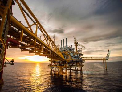 Oil up as Iran nuclear deal talks continue
